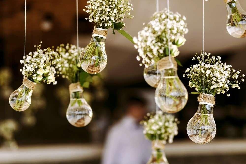 Blumendekoration der Hochzeitslocation