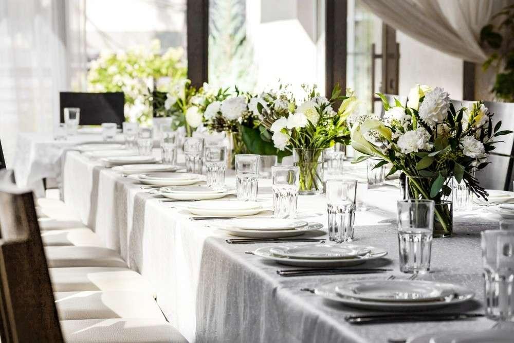 Dekoration der Hochzeitstische