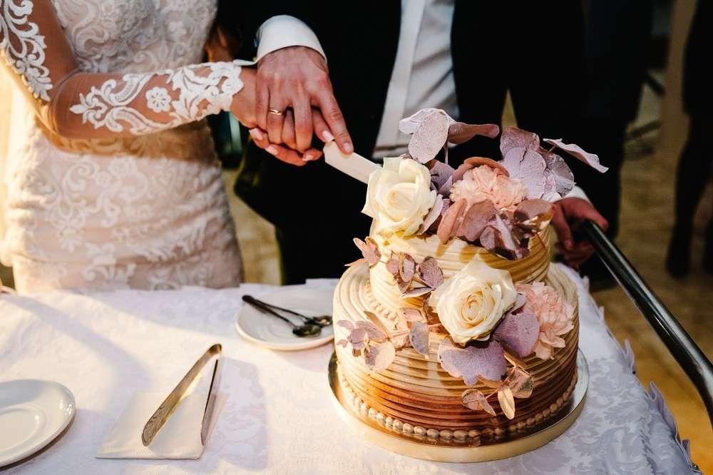 Die Hochzeitstorte ist ein Hingucker auf jeder Hochzeitsfeier
