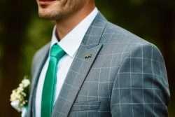 Ob Anzug, Smoking, Frack oder Cut - was dem Bräutigam gefällt und zur Etikette des Bräutigams passt