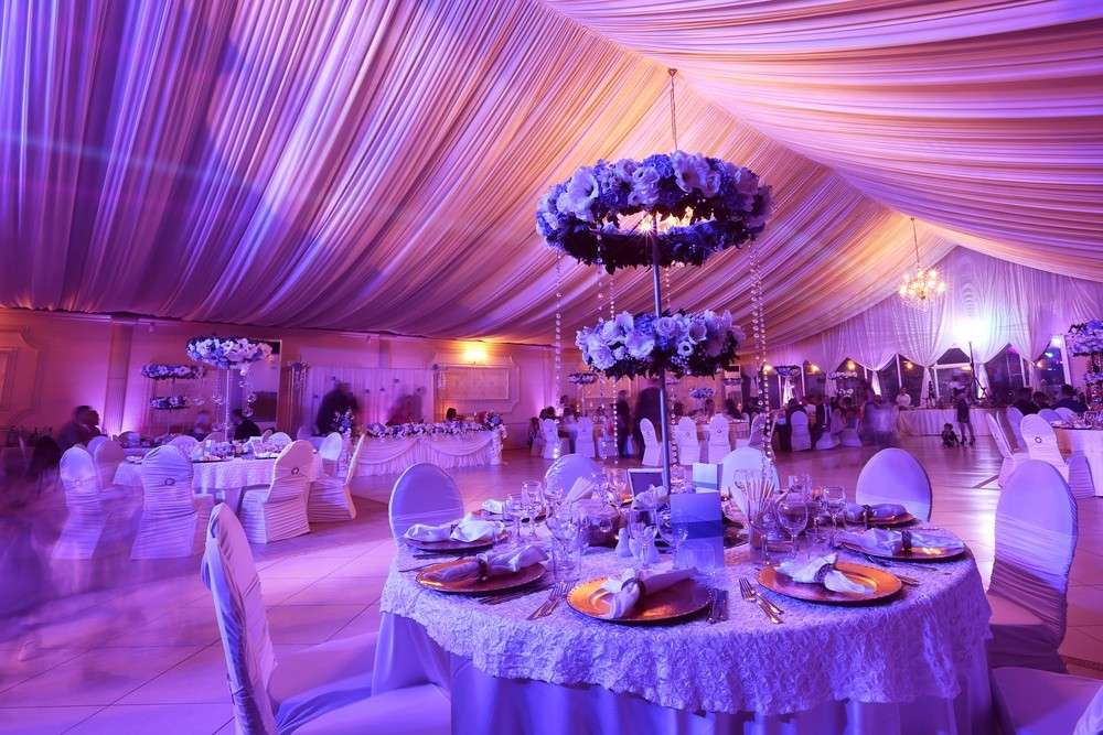Beleuchtungsmöglichkeiten bei der Gestaltung der Hochzeitslocation