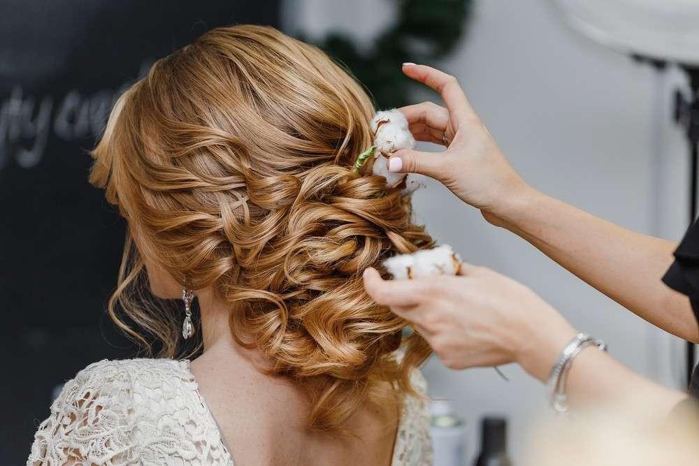 Blumen als Kopfschmuck der Braut