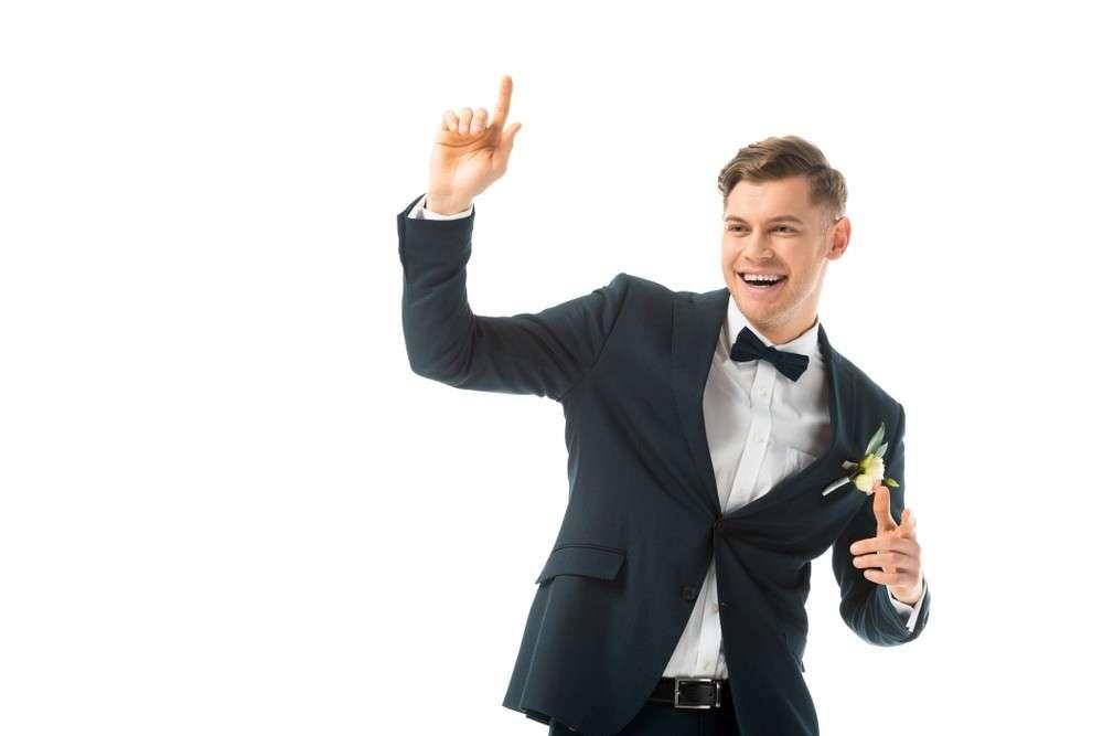 Der Bräutigam musste den Gebern zum Dank jeden Wunsch erfüllen, zum Beispiel ein Lied singen, auf einem Bein hüpfen, einen Tanz tanzen usw