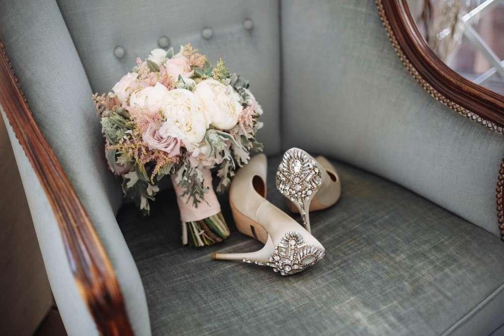 Die klassische Farbe für die Hochzeitsblumen ist reines, elegantes Weiß.