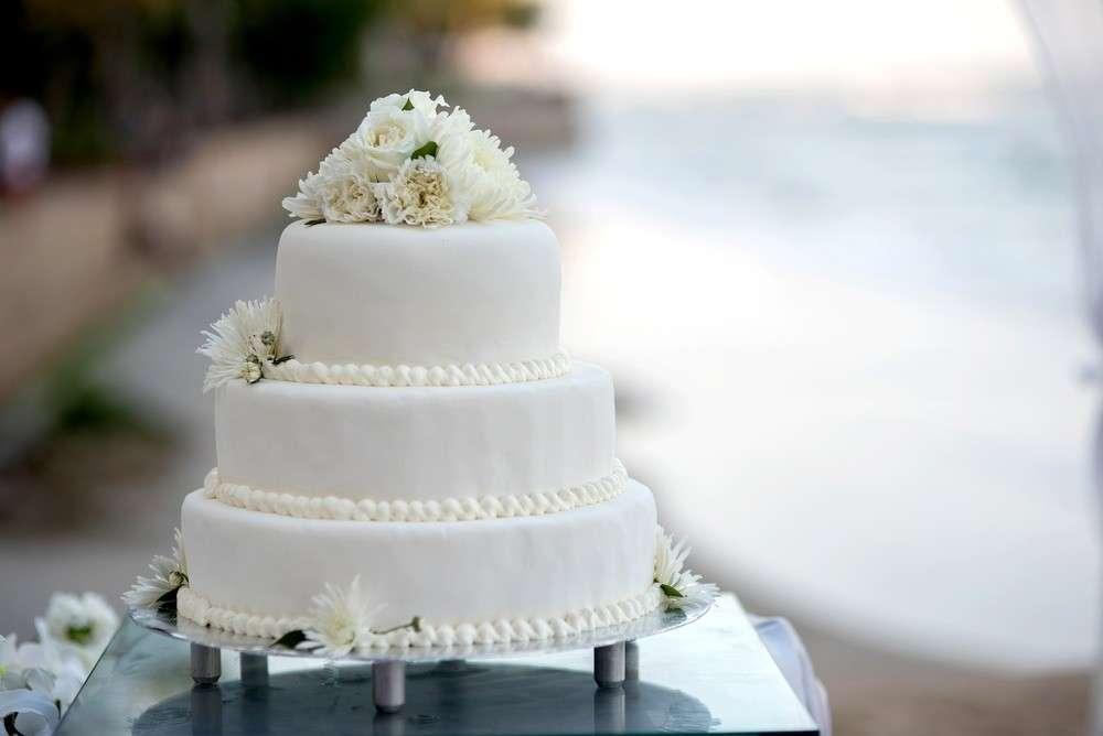 Eine klassische Hochzeitstorte hat immer mehrere Schichten, zum Beispiel 3 oder sogar 5.