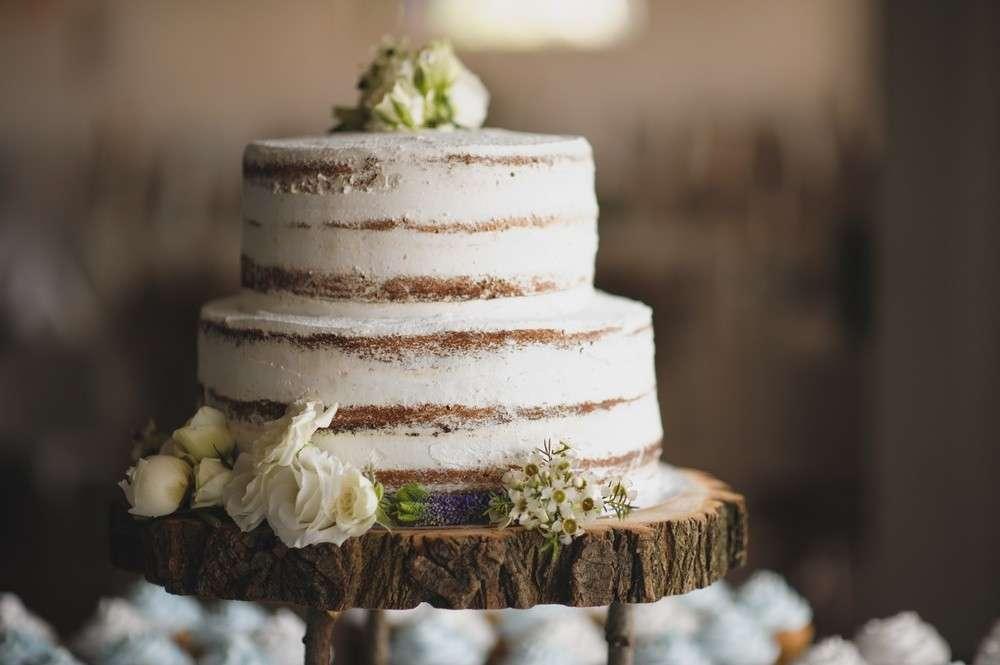 Heute wird in Polen die Hochzeitstorte mit Honig, Nüssen und viel Füllung gebacken, denn Honig und Nüsse symbolisieren ebenso Fruchtbarkeit und Reichtum