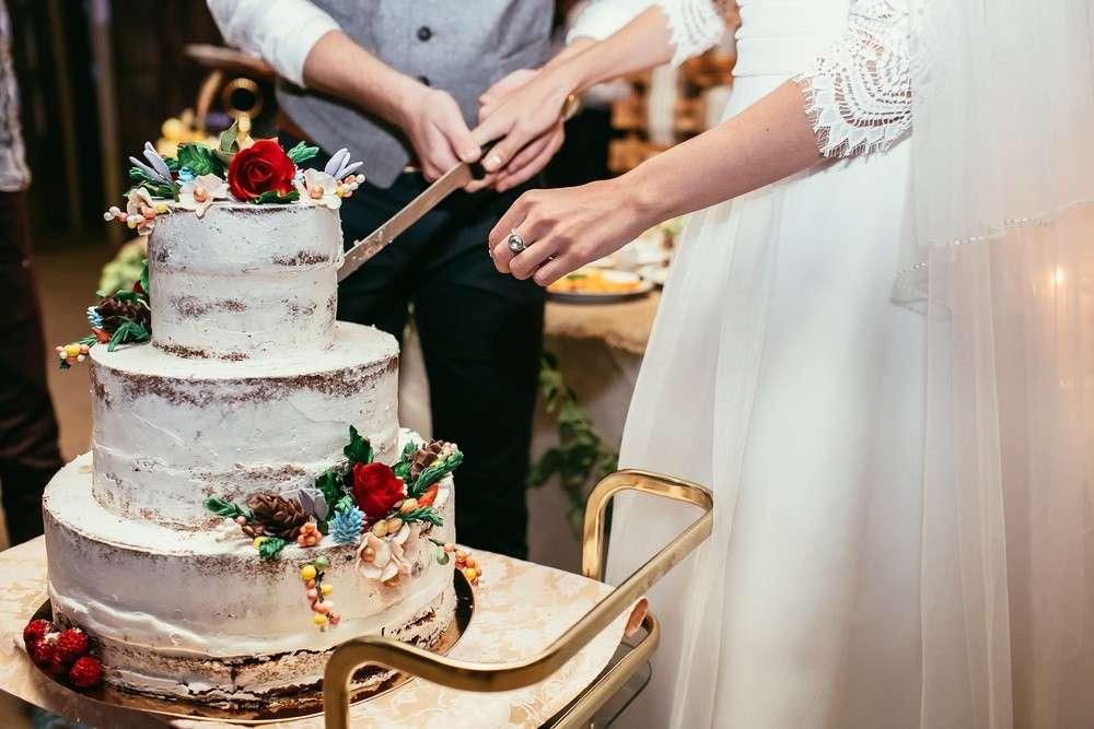 Welche Bedeutung die Hochzeitstorte für eine gelungene Hochzeitsfeier hat