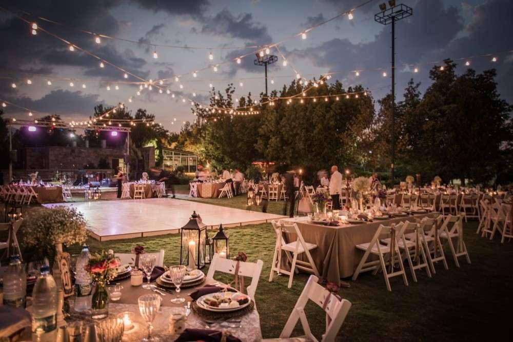 enn Sie die Hochzeit im Sommer im Freien feiern