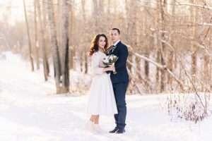 Das Brautpaar bei einer Winterhochzeit