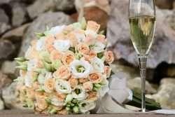 Wie der Stil des Brautstraußes mit dem Stil der Hochzeit harmoniert