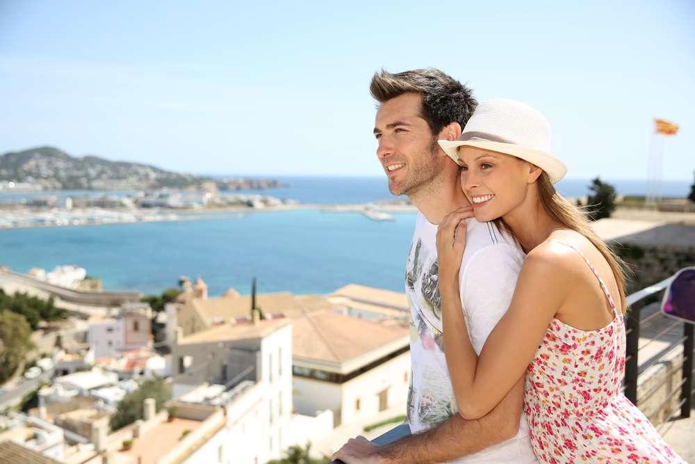 Romantische Flitterwochen in der Sonne Spaniens