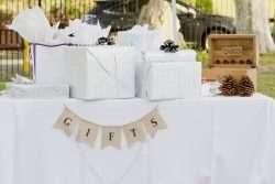 Wie das Brautpaar die Geschenke entgegennehmen kann