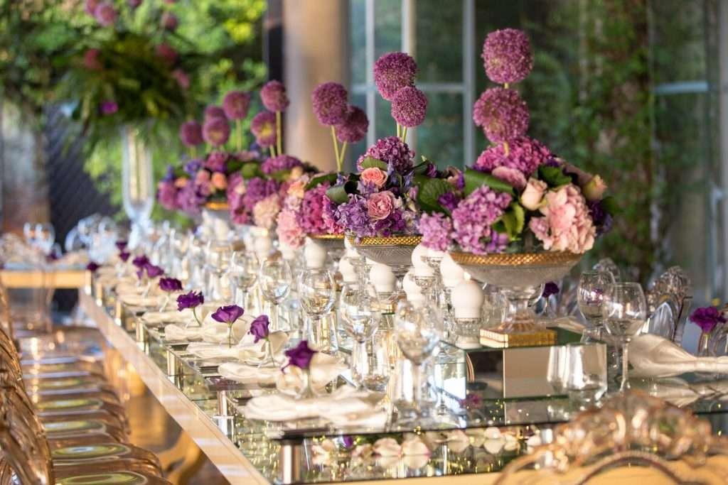 Möglichkeiten der Dekoration von Hochzeitstischen